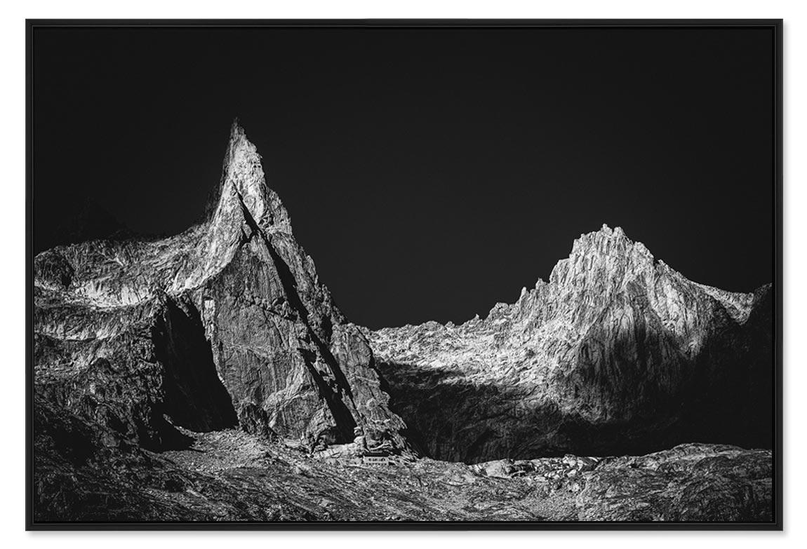 Photo de montagne en noir et blanc avec l'Aiguille Dibona