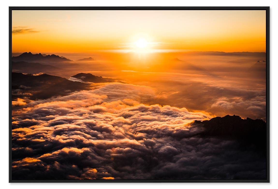 Photo coucher de soleil en montagne avec une mer de nuage