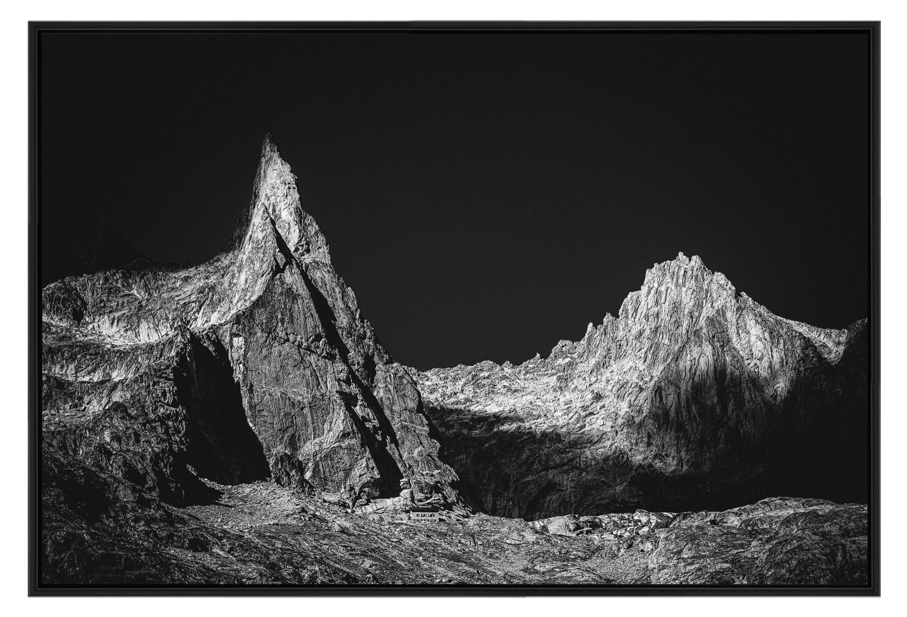 Tirage photo de montagne en noir et blanc dans une caisse américaine chêne