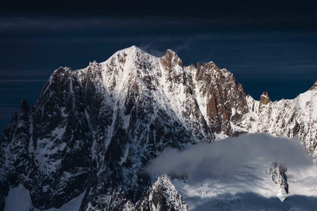 Photo de l'Aiguille Verte avant le mauvais temps dans le Massif du Mont-Blanc