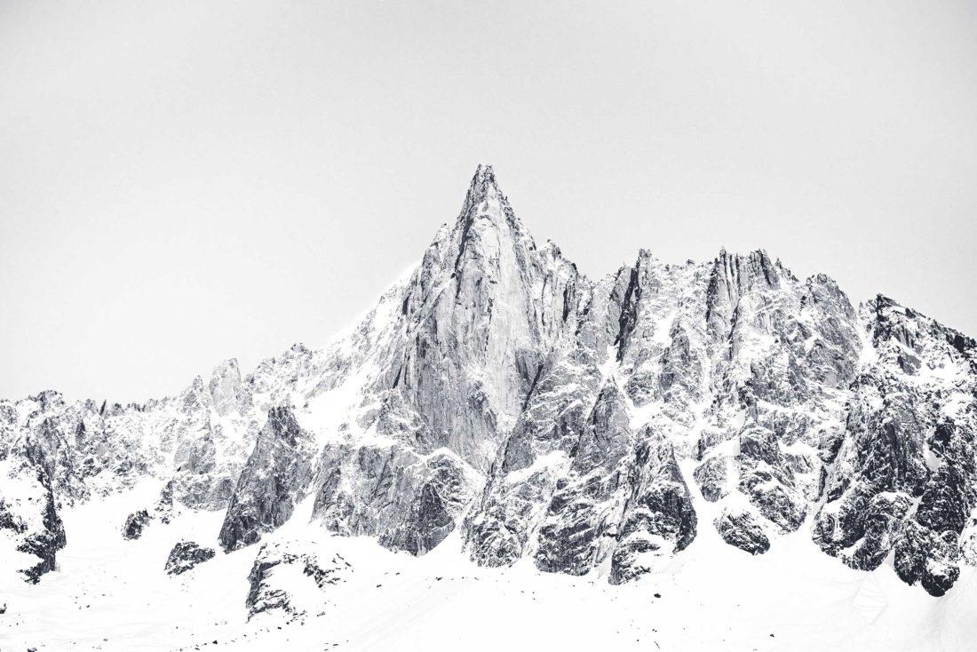 Photos en noir et blanc avec les Drus en hiver dans le massif du Mont-Blanc