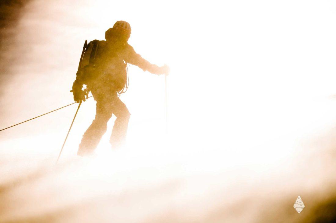 Photo d'un skieur dans le blizzard à Chamonix