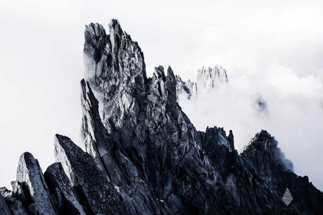 Photos au sommet des Aiguilles de Chamonix dans le Massif du Mon-Blanc