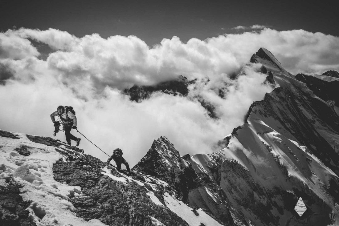 Photo d'une cordée d'alpinistes sur l'Arête du Lion au Cervin