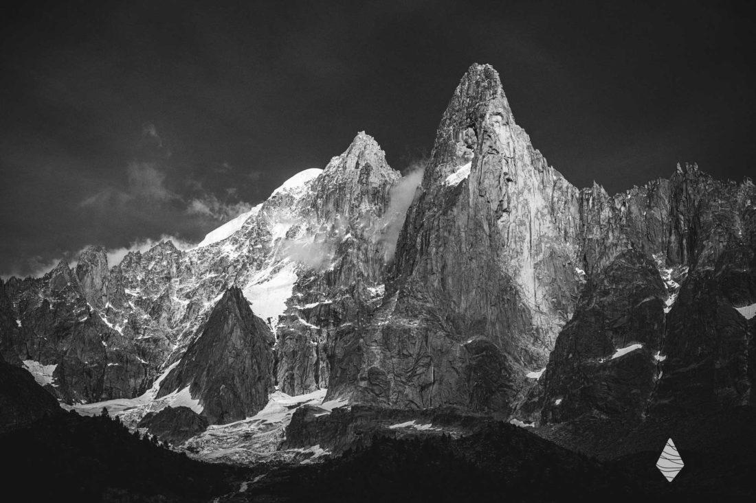 Photos des Drus en noir et blanc dans le Massif du Mont-Blanc
