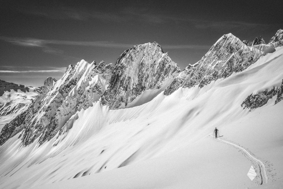 Photo de ski de randonnée dans le Massif de la Lauzière.